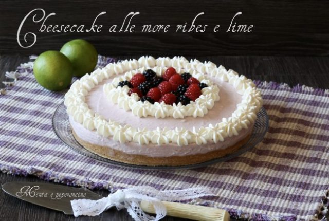 Cheesecake alle more ribes e lime