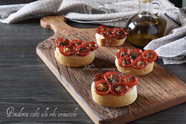 Pomodorini confit alle erbe aromatiche