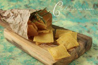 Chips di polenta al curry e rosmarino