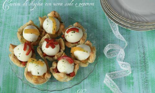 Cestini di sfoglia con uova sode e peperoni