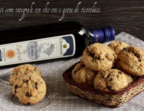 Biscotti semi integrali con olio evo e gocce di cioccolato