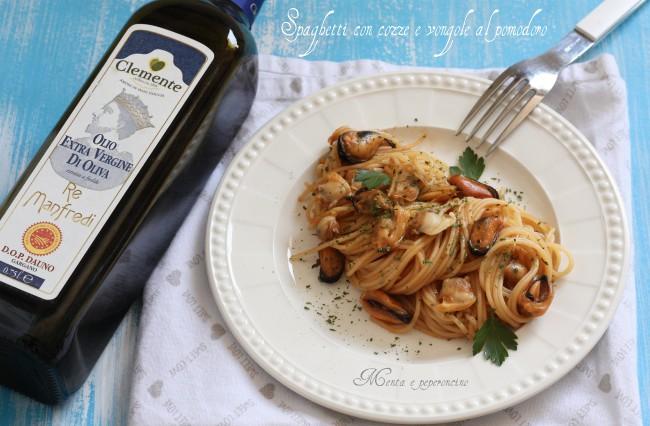 Spaghetti con cozze e vongole al pomodoro