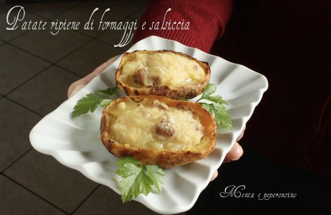 Patate ripiene di formaggi e salsiccia