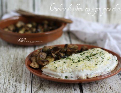 Omelette di albumi con yogurt greco ed erbette