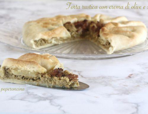Torta rustica con crema di olive e salsiccia