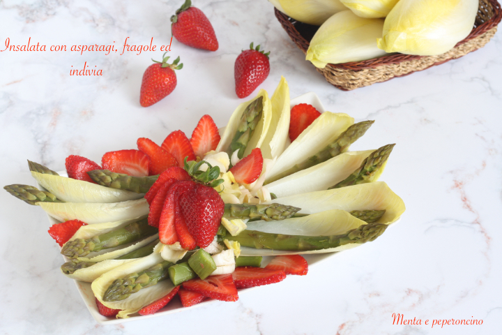 Insalata con asparagi, fragole ed indivia