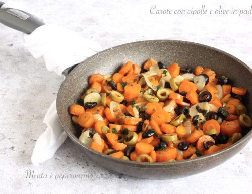 Carote con cipolle e olive in padella