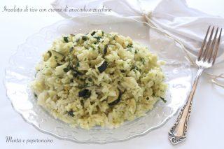 Insalata di riso con crema di avocado e zucchine