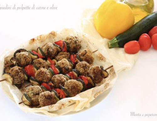 Spiedini di polpette di carne e olive