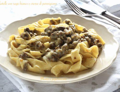 Tagliatelle con ragù bianco e crema di parmigiano