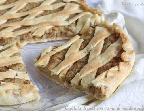 Crostata di brisè con crema di patate e salsiccia