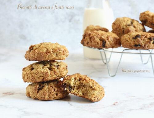 Biscotti di avena e frutti rossi