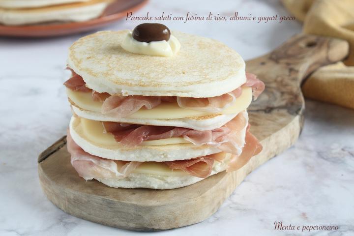 Pancake salati con farina di riso, albumi e yogurt greco