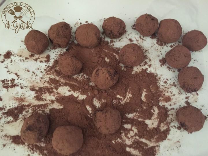 Tartufi di cioccolato con biscotti (1112)