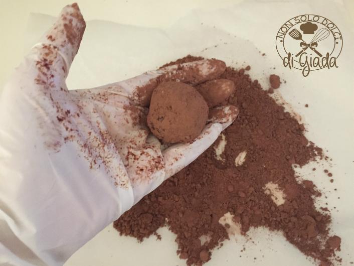 Tartufi di cioccolato con biscotti (113)