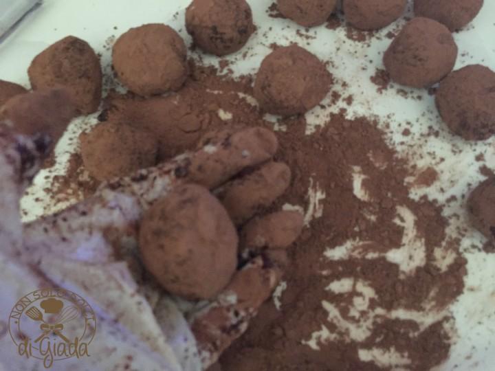 Tartufi di cioccolato con biscotti (133)