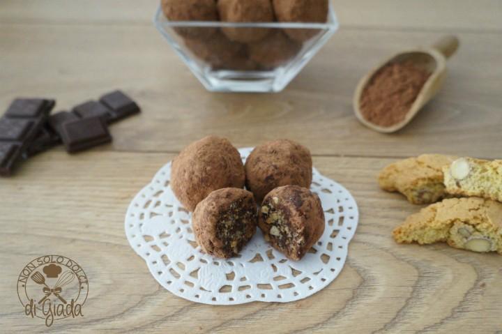 Tartufi di cioccolato con biscotti (2)