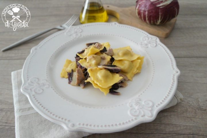Ravioli radicchio e salsiccia
