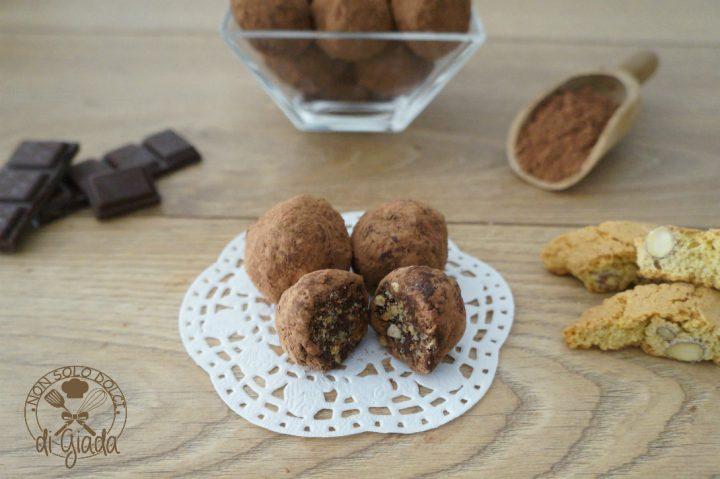 tartufi-di-cioccolato-con-biscotti-2
