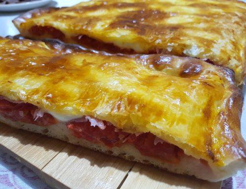 Pizza parigina pizza con pasta sfoglia
