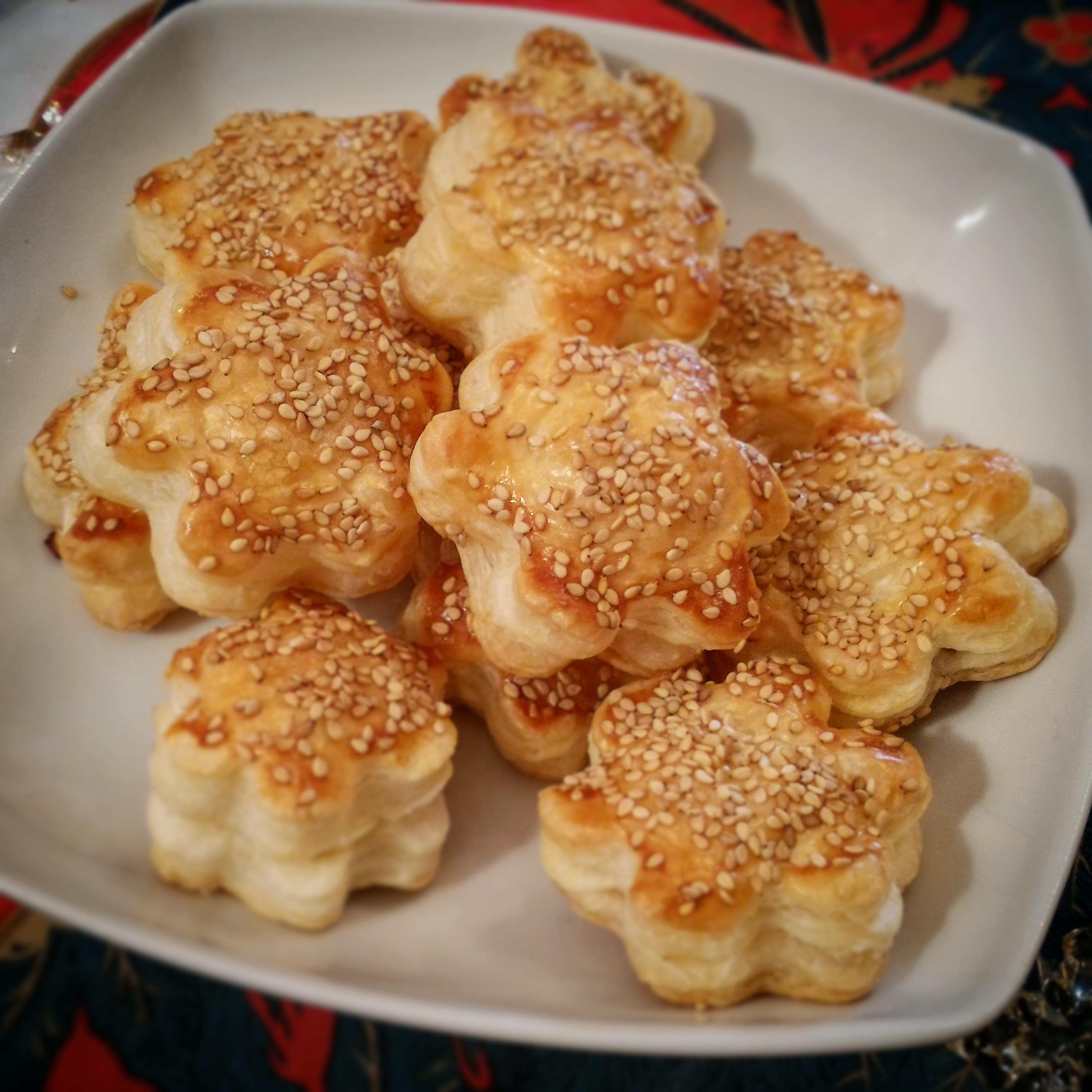 Fiorellini di Pasta Sfoglia con Salmone e Philadelphia