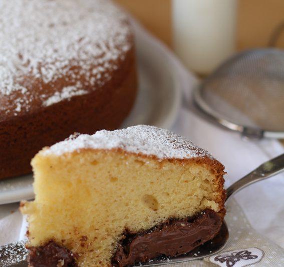 Torta Nua con cuore morbido alla crema nocciolata