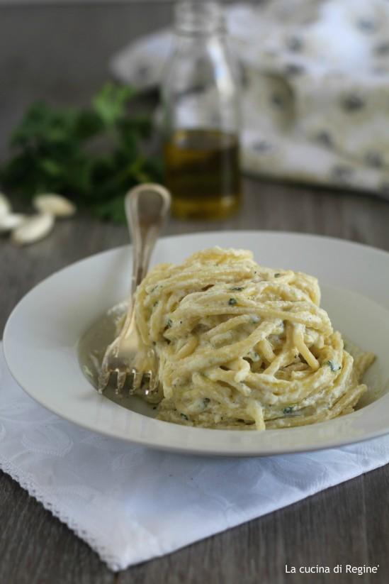 Spaghetti aglio e olio con la ricotta