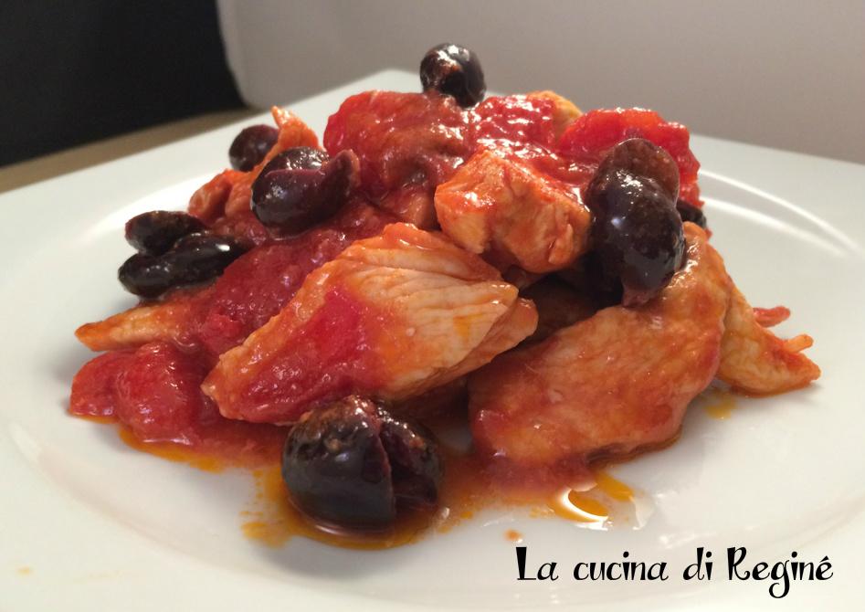 Petti di pollo con pomodorini e olive