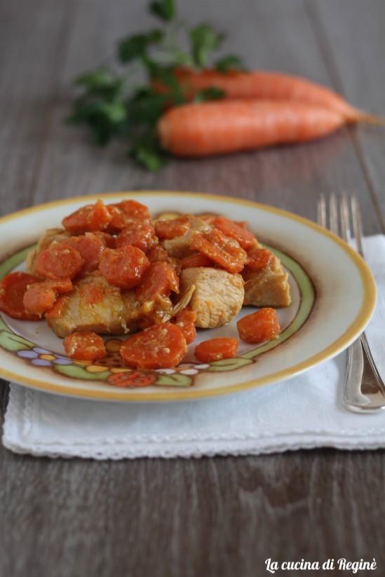 Bocconcini di pollo con carote alla birra