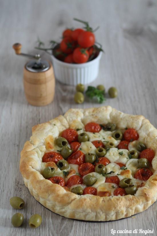 Sfogliata pomodorini e mozzarelline