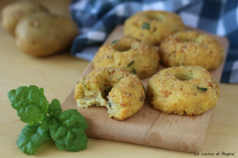 Ciambelline salate di patate al forno