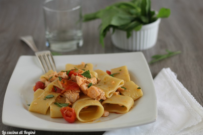 Pasta al salmone, rucola e pomodorini