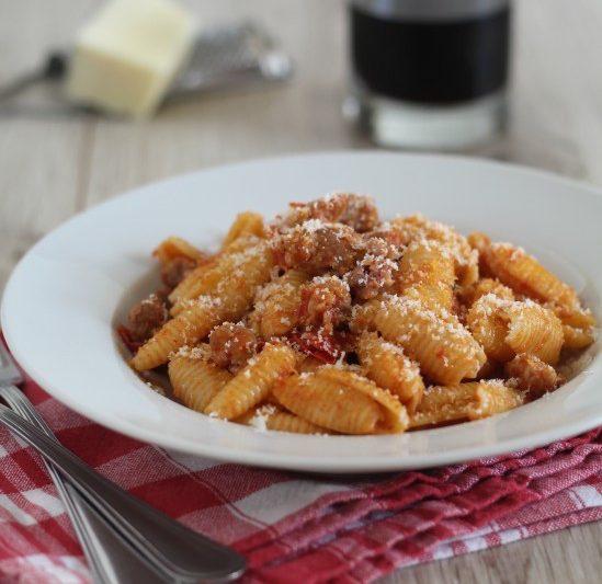 Gnocchetti piccanti con salsiccia e pecorino