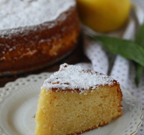Torta sette vasetti, mele grattugiate e limone