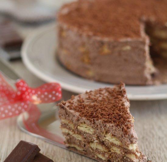 Torta mousse cioccolato e biscotti, senza cottura