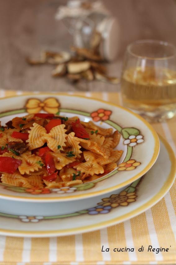 Pasta funghi porcini e peperoni | La cucina di Reginé ☼