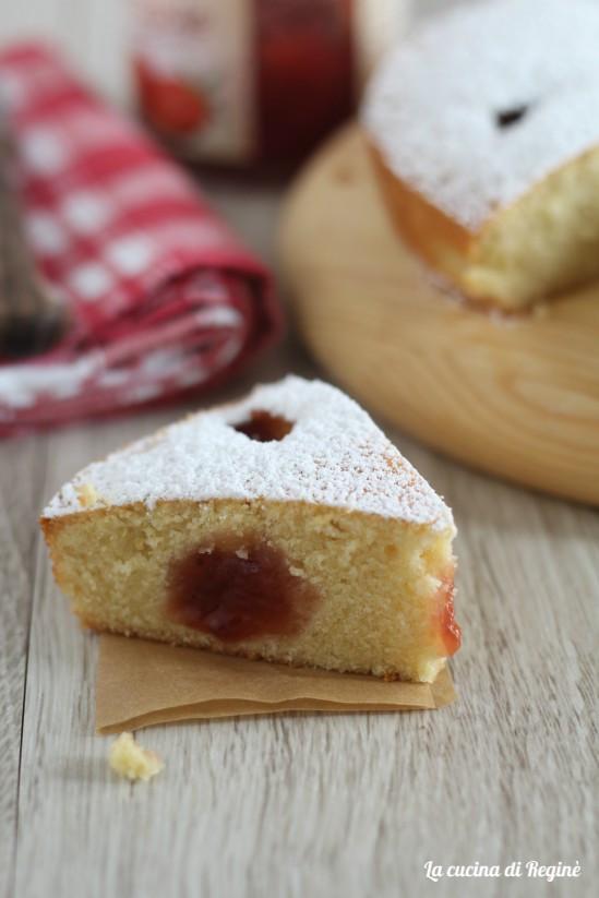 Torta morbida alla marmellata senza lievito