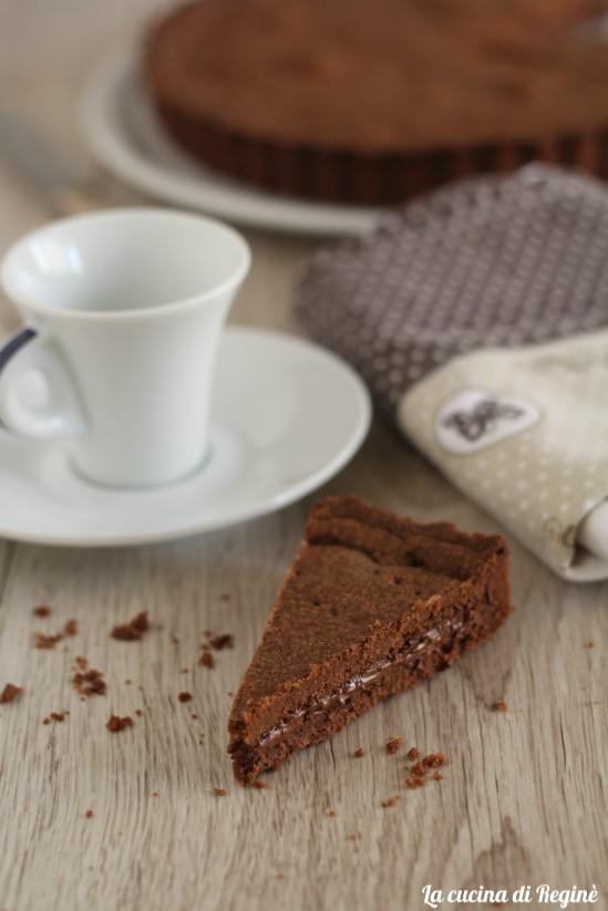 crostata con frolla al cacao ripiena di nutella