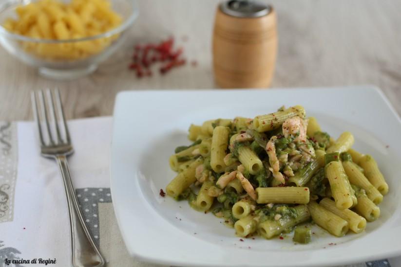 Pasta con salmone affumicato e crema di asparagi