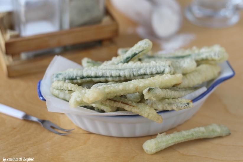 zucchine a bastoncini in pastella e fritti