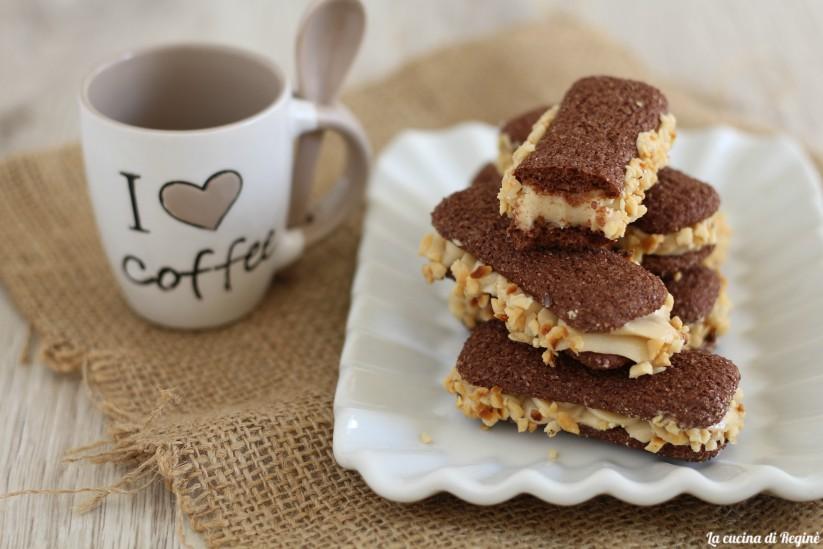 Pavesini al cacao ripieni di crema alla nocciola