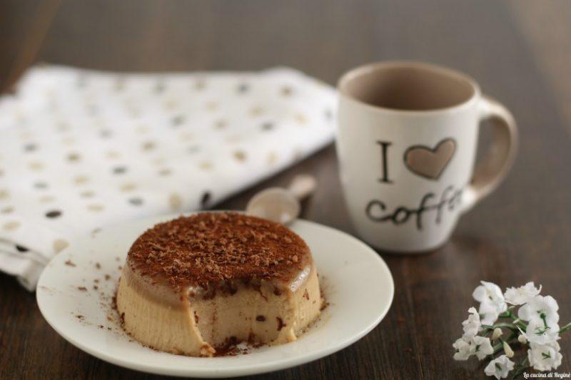 Panna cotta al caffè fresca e cremosa