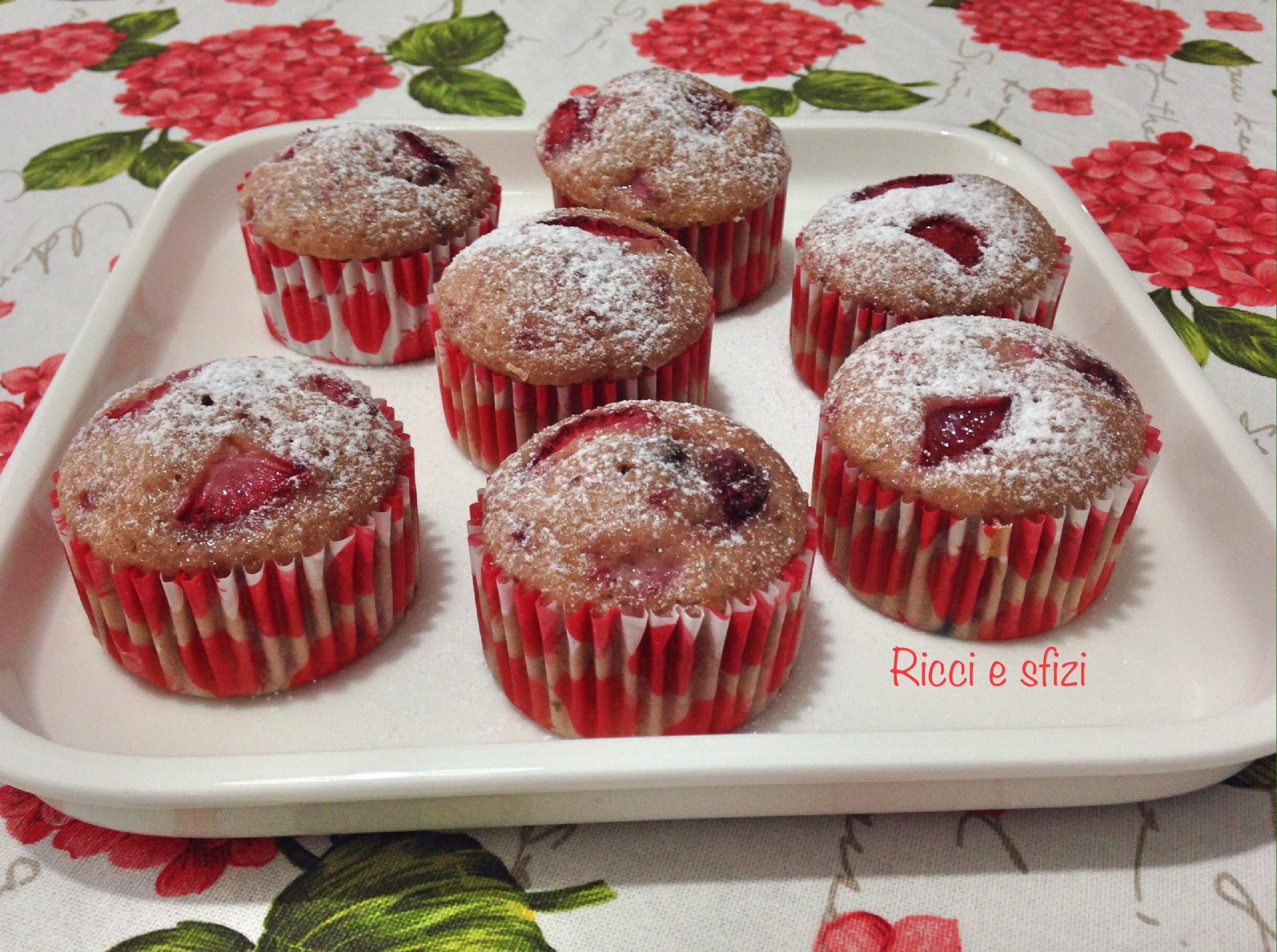 Muffin alle fragole e gocce di cioccolato