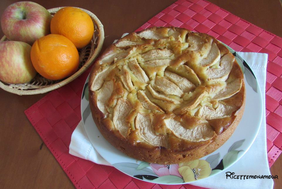 Torta all'arancia e mele senza uova, latte e burro