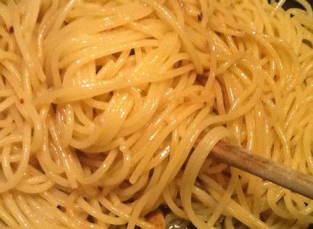 Spaghetti ajo e ojo (aglio e olio)