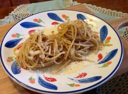 Spaghetti acciughe e pangrattato