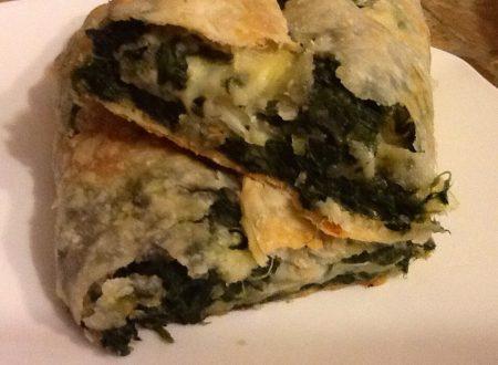 Rotolo di pasta sfoglia con spinaci e mozzarella