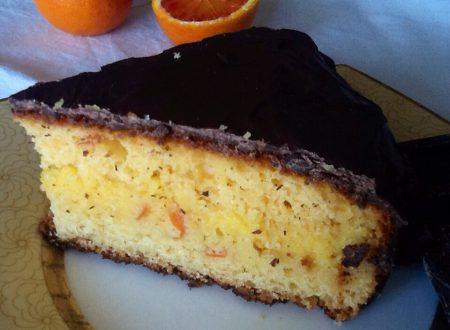 Torta all'arancia farcita con orange curd ricoperta di cioccolato
