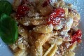 Gnocchetti sardi con piccadilly, tonno e ricotta salata