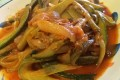 Zucchine a fiammifero con cipolla e pomodoro